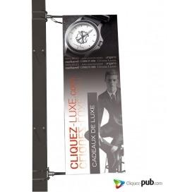 Drapeau sur poteau lampadaire de rue